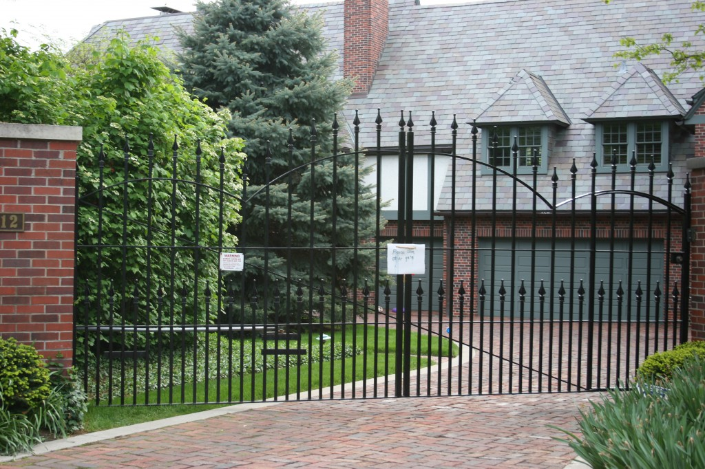AmeriFence Corporation Madison, Wisconsin - Custom Gates,Overscallop Estate Gate With Puppy Accent